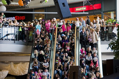 Crowded (DavidAndersson) Tags: people mall sweden many crowd escalators crowded trollhttan tamron18200f3563 verby yohio