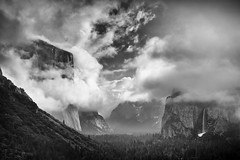Incoming fog over Yosemite National Park (Oilfighter) Tags: bw storm clouds nationalpark valley yosemite elcapitan tunnelview bridalveilfall fogs