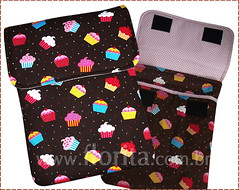 REF. 0080/2013 - Case Notebook Cupcakes Marrom (.: Florita :.) Tags: notebook kokeshi matrioska netbook ipad capanotebook bolsaflorita casenotebook bolsanotebook caseipad bolsacasenoteenetbook bolsanetbook casenotebookemtecido caseemtecido