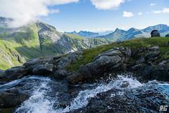 Bergbach auf den Lofoten (Rudi G.) Tags: lofoten berg bach wasser meer gipfel norwegen