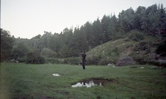 la 1era luz (arimelo) Tags: film zenit vacaciones mountain villa alpina sierras argentina flakura pura amanecer sunrise morning pinos landscape analogue reflect photographer 122 cordoba