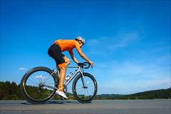 Orange is the new Aero (Torsten Frank) Tags: 404 404firecrest canyon carbongstilo fahrrad gaerne laufrad podia radfahren radhose radsport rennrad rennradschuh schuh selbstportrait sportbekleidung trainingbibsaerospaceorange trainingjerseyaerospaceorange trikot ultimatecfslx zipp