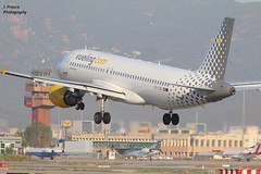 Airport BCN – Airbus A320 - Vueling (Javier Frauca) Tags: canon 70d jet aircraft aviation canon300f4lis avión bcn lebl aeroplane airliner spotting spotters landing aterrizaje airbus