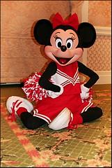 Minnie Mouse Cheerleader (hernánpatriciovegaberardi (1)) Tags: disney minnie mouse cheerleader tierna cute porrista disfraz costume original arrodillada sentada en el suelo piernas legs rodillas