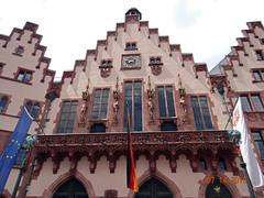Rmer - the four kaisers of the Holy Roman Empire (Yvonne IA) Tags: germany frankfurt rmerbergsquare oldtown rmerbergcityhall cityhall rmer rathaus altstadt rmerbergplaza