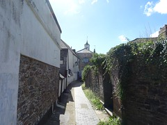 East Gate from Guildhall Yard (Phil Gayton) Tags: eastgate arch cupola guildhallyard totnes devon uk