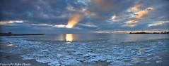 Panoramic view of the sunset over Lake IJsselmeer near Makkum (Rijko) Tags: sunset zonsondergang icefloes ijsselmeer hol makkum avondrood ijsschotsen lakeijsselmeer dehollepoarte
