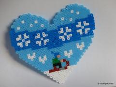 Winter heart with sledge (petuniad) Tags: prlplattor fusebeads hamabeads strijkkralen buegelperlen perlesrepasser