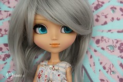 Hidden beauty, Zoe. (L a l e t t e *) Tags: blue cute fashion silver grey eyes doll tan peter pullip pan luts tanned leeke rewigged rechipped