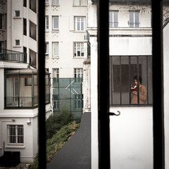 rear window (Chimay Bleue) Tags: street house paris france window girl architecture modern photography design la student alley view shot notes drawing interior room modernism courtyard scene tourist architect lucky moment lecorbusier maison seen corbusier modernist fenetre roche decisive corbu laroche decisif