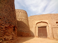 DERAWAR (Idrees Paracha) Tags: world old pakistan red catchycolors photography gold nikon fort best editing punjab qila mughal derawar idrees bhawalpur paracha d5100