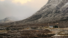 The Cottage Beneath The Mountain (Andrew Lockie) Tags: house mountain snow landscape scotland highlands cottage scottish scene single lone glencoe lonely capped isolated mor buachaille schottland etive dwelling lochaber munro buachailleetivemor weehoose lagangarbh grosbritannien