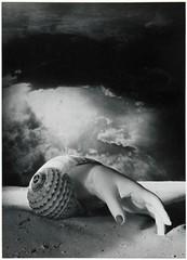 Sans titre (photosurrealiste) Tags: femme photomontage nuage argentique coquillage doramaar onirisme tranget