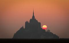 Lever du soleil sur une merveille normande (Mathieu Rivrin - Photographies) Tags: sun france monument sunrise soleil site grand normandie normandy mont manche mathieu saintmichel mywinners blinkagain rivrin