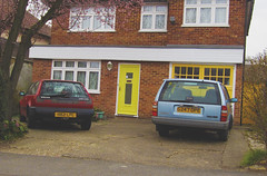 1991 VOLVO 480 ES S/R AND 1990 VOLVO 740 SE (Yugo Lada) Tags: old blue red cars car se volvo photo nice very retro parked 480 1991 es sr rare 1990s 1990 740 h821lpc g247dpe