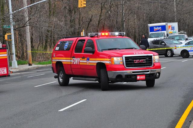 nyc newyorkcity ny newyork gm accident chief pickup pickuptruck sierra firetruck fireengine statenisland odyssey fdny gmc 2500 mva firechief battalion richmondcounty 2500hd newyorkcityfiredepartment newspringville battaion23