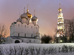Novodevichy Monastery & Cemetery, Moscow -  ,  (Sir Francis Canker Photography ) Tags: christmas xmas trip travel tourism church architecture navidad arquitectura europe cross cathedral russia moscow catedral iglesia landmark visit noel icon tourist chiesa monastery cruz basil russian natale convent architettura eglise mosca icono kremlin russie croix croce russo russa rusia moscou cattedrale lucena  novodevichy ruso basile moscu  esglesia basilio  rusa rossija kremlino mockba bogoroditsesmolensky  ured poccnr novodevichye    kladbishche    pacocabezalopez