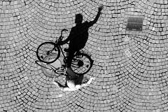 Hi friends (Wackelaugen) Tags: friends shadow bw black bicycle canon eos photo blackwhite whit hi heidelberg 500d heiliggeist