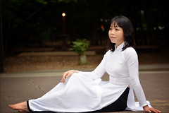 Ao Dai Trang - White Vietnamese Traditional Dress (Hai Tuoi) Tags: girl l ba em con m b o di trng tr nn