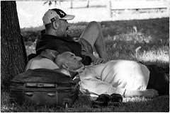 La siesta (Roberto Spagnoli) Tags: fotografiadistrada streetphotography people biancoenero blackandwhite uomo man estate summer suitcase siesta dormire sleep