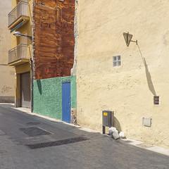 Blanes 9 (Danny Holleman) Tags: spain espaa cataloni gerona blanes catalunya fujifilm street costabrava urbanlandscape manmadelandscape doves rust roest wall colours empty cityscape