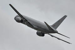 17th July 2010 RIAT Fairford (rob  68) Tags: 17th july 2010 riat fairford royal new zealand air force boeing 757 2k2 nz7572 cn26634545 40 squadron whenuapai 170710riatfairfordc1