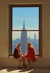 top of the rock (Rino Alessandrini) Tags: nyc grattacielo panorama finestra osservatorio citt interno veduta ragazze skyline topoftherock rockfellercenter due persone urbano skyscraper panoramic views inside city observatory window view girls rockefellercenter two people urban