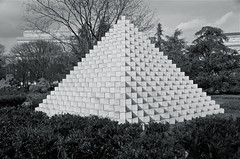 Great Pyramid of Washington DC II (Mondmann) Tags: blackandwhite bw sculpture usa art museum america washingtondc smithsonian unitedstates pyramid foursidedpyramid nationalgalleryofartsculpturegarden mondmann pentaxk5