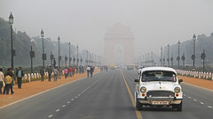 Road To Remembrance / New Delhi, India (2012) (Stephan Rebernik) Tags: rajpath indiagate hindustanambassador triumphalarch cermonialboulevard landmarks memorials monuments buildings streets roads traffic city cityscape pedestrians haze mist foggy triumphbogen paradestrasen wahrzeichen mahnmale gebude bauwerke strasen verkehr stadt stdte ortsgebiet passanten nebel diesig newdelhi india southernasia asia neudelhi indien sdasien asien