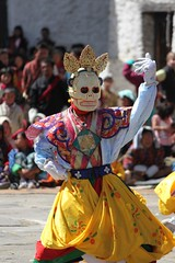 Dancing demons at the festival (10b travelling) Tags: festival asian asia asien dragon bhutan buddhist kingdom asie dzong himalaya thunder himalayas bhoutan himalayan zhong 2010 butan yearly wangdi phodrang wangdiphodrang wangdue drukyul wangduephodrang peoplefamilycarstentenbrink placesasiabhutan