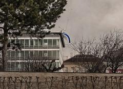 Erwin Wurm: Misconceivable - Segelschiff, Hotel/Urban Stay Daniel, Landstrasser Grtel, Belvedere - Graue Wolken (hedbavny) Tags: vienna wien park blue roof sky