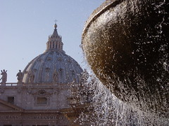 Cúpula de la Basílica de San Pedro, Roma, Italia (Pablo F. J.) Tags: city urban monument fountain monumento fuente ciudad urbana urbano barroque barroco humangeography geografíahumana