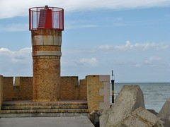 Het rode lichtbaken aan de monding van de Aa in de Noordzee - The red light beacon at the mouth of the Aa in the North Sea