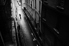 du troisieme (sparth) Tags: street leica november blackandwhite bw paris france silhouette blackwhite noiretblanc rue 2012 5eme noirblanc m9 leicam9 dutroisieme
