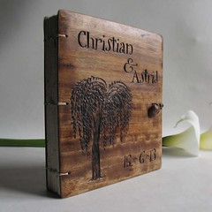 Christian Astrid (LACUNA work) Tags: names personalized photoalbum recycledpaper portugese blankjournal upcycled landscapealbum woodencovers reclaimedfurniture handmadewedding woodwook woodlandwedding woodenjournal carvedcovers personalizedabum lacunawork