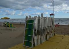 Un' altra estate che se ne va. (lory6093) Tags: mew estate mare sdraio colori spiaggia