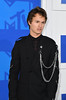 Ansel Elgort attends the 2016 MTV Video Music Awards on August 28, 2016 at Madison Square Garden in New York. / AFP / Angela Weiss (Photo credit should read ANGELA WEISS/AFP/Getty Images)