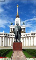Lenin in VDNKh (Aviva B) Tags: moscow city architecture russia russian 2016 vystavka dostizheniy narodnogo khozyaystva central pavilion allrussia exhibition centre vdnkh lenin van dyke neoclassical socialism communism