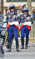 bootsservice 16 500289 (bootsservice) Tags: arme army uniforme uniformes uniform uniforms bottes boots riding boots weston moto motos motorcycle motorcycles motard motards motorcyclists motorbike gants gloves gendarme gendarmes gendarmerie nationale parade dfil 14 juillet bastille day champs elyses paris