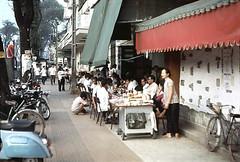 SAIGON 1967 - L Li Avenue - Caf Thanh Bch, cnh rp Vnh Li - Photo by Ken (manhhai) Tags: capital 1960s avenue saigon southvietnam leloistreet