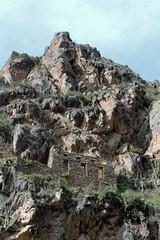 The ruins of Ollantaytambo (10b travelling / Carsten ten Brink) Tags: peru latinamerica southamerica cuzco ruins village cusco americas sacredvalley urubambariver urubamba ollantaytambo riourubamba vallesagrada qosqo 2013 qusqu iptcbasic