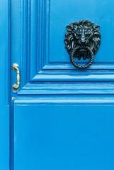 Les Bleus (TablinumCarlson) Tags: door leica blue paris france frankreich lion m8 tr
