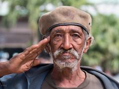 La Habana : ¡Viva la Revolucion! (!Michel Grenier!) Tags: park portrait havana cuba caribbean cuban parc lahabana caraïbes oldhavana havane havanais lumixgvario100300f4056 olympusem5