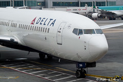 New York JFK | Boeing 737-800w N3760C Delta Airlines (Maxime Spot) Tags: nyc usa ny crash unitedstatesofamerica eu dal delta terminal jfk boeing airports dl spotting pushback winglets b737 etatsunis deltaairlines kjfk