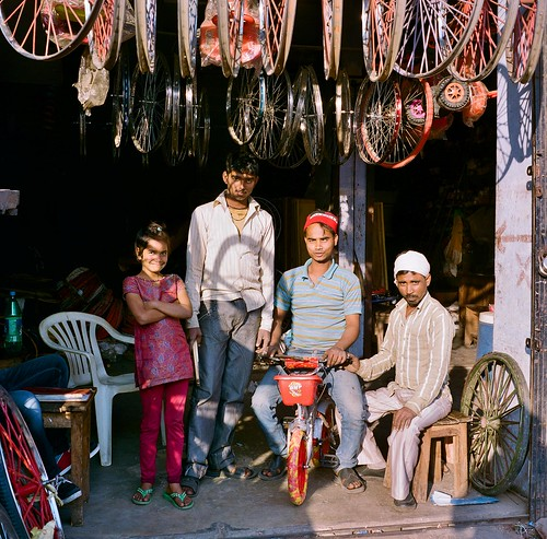 An exceedingly obliging family of bike vendors, Lucknow