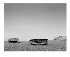 aldeburgh (Nick Moys) Tags: sea beach coast suffolk shingle ilfordhp5 fishingboats aldeburgh bronicaetrsi moerschfinol 40mmzenzanonmclens