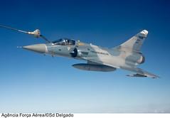 F-2000 (Força Aérea Brasileira - Página Oficial) Tags: aeronave aeronavemilitar aircraft bant cruzexiv dassaultmirage2000f2000 dassaultmirage2000c f2000 f2000mirage2000 fotoelderdelgado jato kc137 monomotor revo turbojato reabastecimentoemvoo natal rn brazil bra