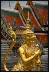 Monkey Guardian - Inside The Grand Palace Bangkok (Uccio81) Tags: thailand monkey dc bangkok sony sigma grand palace ob inside 18200 guardian the fotocamera 3563 uccio81 photographyforrecreation dslra580