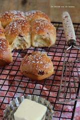 hotcrossbuns046 (la cerise sur le gteau) Tags: food cooking breakfast bread dessert baking sweet patisserie buns pastry brioche petit dejeuner