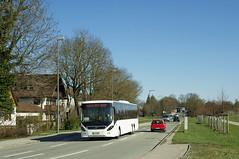 Auch ein Volvo-Bus pendelt zwischen der Messe und dem Parkplatz an der Riemer Straße (Frederik Buchleitner) Tags: bus munich münchen volvo shuttle messe omnibus shuttlebus bauma 8900 messemünchen volvo8900 mv4045